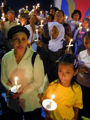 Peringatan Tragedi Mei 2003 (kompas.com)