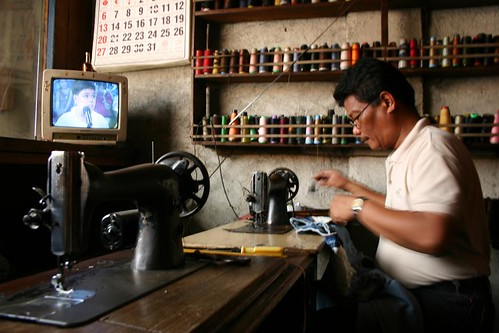 tailor working in his shop Buhay Pinoy Philippines Filipino Pilipino  people pictures photos life Philippinen