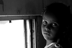 (Patricia Carmo) Tags: portrait people kids children kid pessoas child gente retrato canon20d pb bahia salvador janela criana crianas trem allrightsreserved suburbio sonhador patriciacarmo patrciacarmo personagensdavida sonhadores