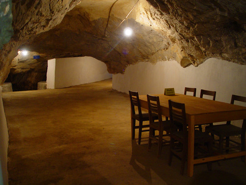Meeting room cave