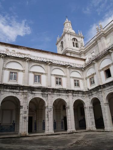 Lisboa - Mosteiro de São Vicente de Fora (cloister)