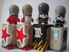 flying fortress - teddy troops (Pasota.com) Tags: urban art rock stars toys flying teddy vinyl visual fortress troops adfunture