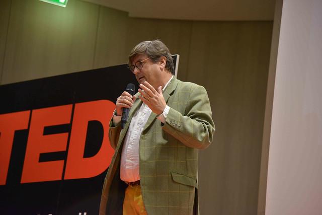 2016-11-23 - TEDxIssy-01 - Speakers (18h24m12) - Guillaume VILLEMOT