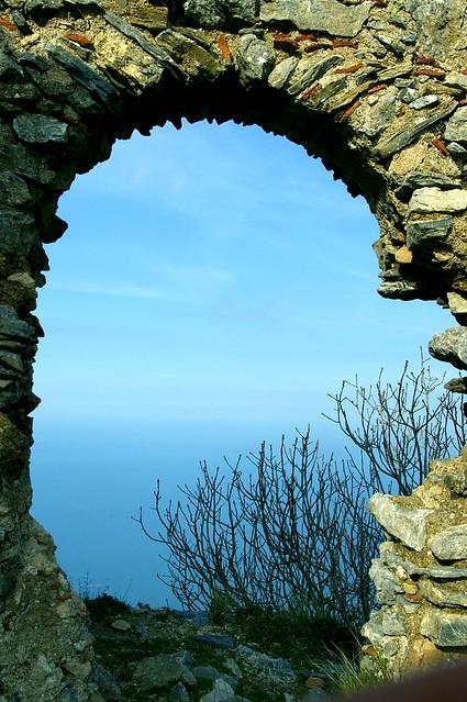 Borgo Medievale - Ruderi di Gioiosa Guardia feudo del nobile Vinciguerra