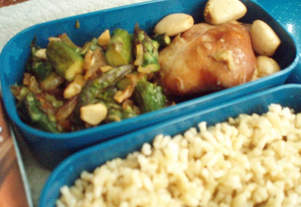 4-10-07 Asparagus Stir-fry & 40 Clove Garlic Chicken Bento
