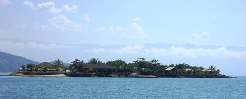 una de los centenares de islas de la bahía de Paraty