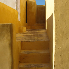 yellow church-yard (Frizztext) Tags: square santorini greece galleries ia oia cyclades 100faves 50faves frizztext abigfave agreatpicture anglesanglesangles wowiekazowie  ysplix compositionfirst colourartaward