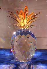 Innsbruck - Swarovski Crystal Gallery - Pineapple (*Checco*) Tags: city light alps reflection glass shop austria tirol inn europa europe crystal pineapple negozio swarovski alpen ananas alpi tyrol innsbruck jewel citt vetro swarovskicrystal cristallo riflesso tirolo oesterreich cristalli