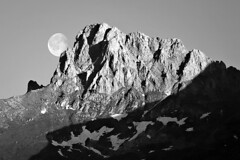 moonrise at sunset (azem) Tags: shadow bw moon snow canon landscape eos blackwhite searchthebest deleteme10 azem kosova kosovo 2007