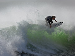 STORM SURF (Rider Billy Stairmand) (social_advances) Tags: motion coast movement waves action surfer extreme skills carving billy local curl extremesports raglan adrenaline thrills ripping oakley stopaction floater boart 400mmf28dii pietertenbroek broeker billystairmand stairmand