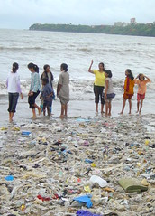 Chowpatty Beach - Mumbai (Matt Murf) Tags: india travelling 2004 chowpatty mumbaibeach ©mattmurphy
