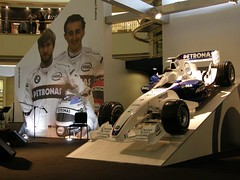 29.BMW Sauber的賽車還有車手合照