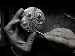 Le mani del mio Maestro (Rino Palma) Tags: mani clocks orologi artlibre aplusphoto bwart2weeks bwart1month alarecherchedutempperdu 2bdasest mwtheme mwsorriso