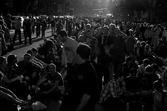 (Hughes Léglise-Bataille) Tags: blackandwhite bw paris france backlight nikon noiretblanc crowd royal photojournalism ps presidential d200 elections 2007 ségolène charlety presidentielles
