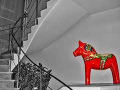 Caballo de Estocolmo (zackds) Tags: red blackandwhite horse color blancoynegro cutout caballo hostel rojo europa europe sweden stockholm almostbw colouring estocolmo suecia selective albergue colourisation desaturado selectivo