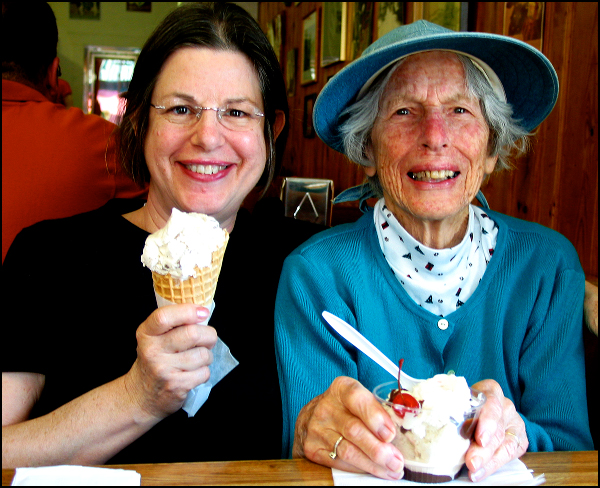 Mom, Daro, ice cream -- 5/12/07