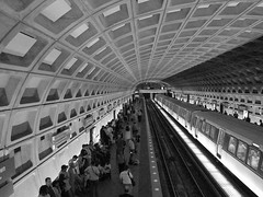 Busy Metrorail Station (Carl_C) Tags: people blackandwhite blancoynegro lines underground subway concrete washingtondc metro may shapes commute convergence commuters metrorail dcmetro 2007 wmata converging metrostop negroyblanco metrotrain galleryplacechinatown 25faves 5for2 superaplus aplusphoto chinatownmetro superhearts aphotocontest33