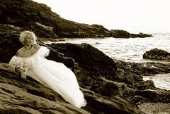 En las rocas (Manme) Tags: espaa sepia mar andaluca spain vestido rocas mlaga novia duotono mimadre torrequebrada torremuelle