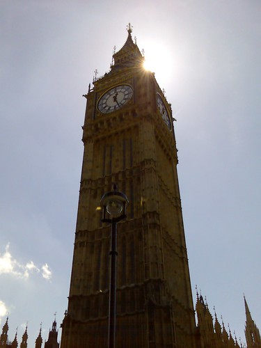 Big Ben in front of the sun