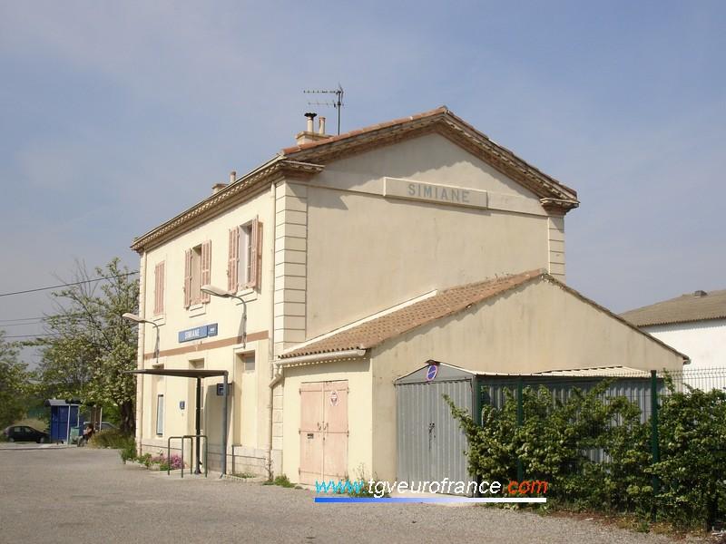 La gare de Simiane sur la ligne du Val de Durance
