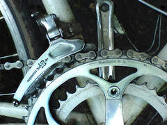(b.e.n.) Tags: bike racingwheel chain gearwheel tooth dirt used dirty bicycle professionallybicycle gear metal reflection pedal pedals shimano arrow bow k750i cameraphone lowdown