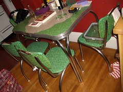 Shamrock antique dining set - 29w x 39-47l