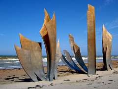omaha beach - monument (heavenuphere) Tags: sculpture france monument wwii normandy dday braves 1944 omahabeach battleofnormandy banon anilorebanon lesbraves anilore