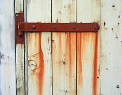 rusty hinge (Leo Reynolds) Tags: hinge holiday canon eos 350d iso100 scotland r