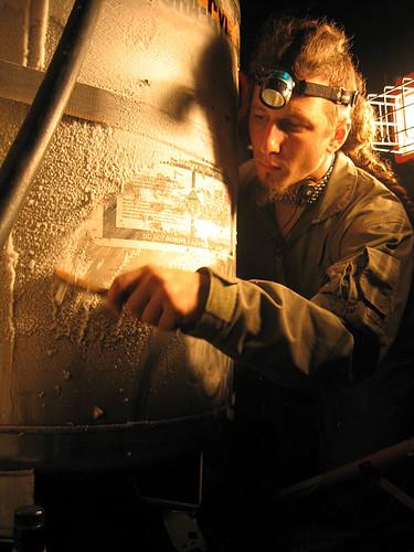 Nitrogen tank ice condensation (1)
