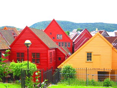 houses of Bryggen (Farl) Tags: houses homes red colors norway 1025fav bravo europe gutentag vibrant unesco roofs bergen tradition bryggen preservation worldheritage woodenhouses