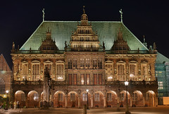 Bremen - Rathaus and Roland (kartoffel) Tags: light germany nightshot townhall bremen itsongselection1 rathaus dri addtoitsong itsongcanoneos300d itsongarchaeologicaltreasures spectnight pd8ooo3891hd