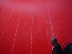 _tate modern 2002 (Maharepa) Tags: red man london geotagged photography golden design photo foto fotografie tate tatemodern minimalism section photodesign goldensection maharepa fotodesign geo:lon=0099403 goldenerschnitt geo:lat=51507794