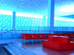red seating in a room with a padded ceiling (vsz) Tags: seattle light red urban usa public architecture modern wow geotagged washington geometry interior surreal olympus seattlepubliclibrary koolhaas c8080 bvl libslibs geo:lat=47606278 geo:lon=12233259 princeramus librariesandlibrarians