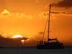 Gwada : 1er coucher de soleil (chriskatsie) Tags: guadeloupe soleil sun sunset coucher bateau boat sea photographe nuage cloud
