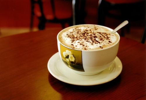 Tại sao caffeine trong cà phê hay trà lại làm chúng ta bị kích thích?