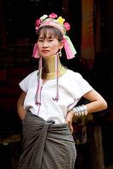 Padaung Woman (Dale Allyn) Tags: thailand hilltribes burma padaung ahka myanmar culture cultures itsongselection1 mirrorsofsociety itsong–mirrors–southeastasia itsong–canoneos20d