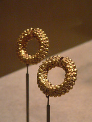 Iranian earrings Sasanian Period 5th century CE (mharrsch) Tags: california gold losangeles ancient iran persia jewelry iranian earrings losangelescountymuseumofart sasanian mharrsch