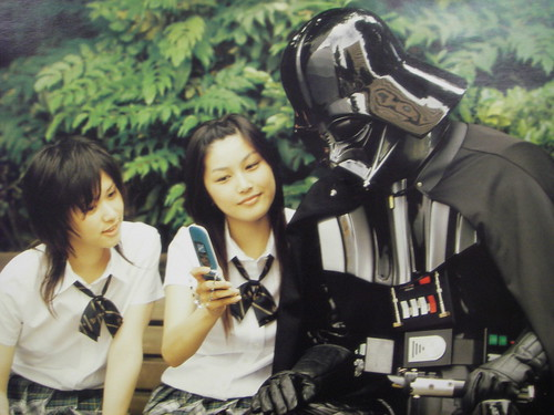 Darth Vader getting schooled about Japan's keitai culture by chriskk.