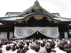 Yasukuni Shrine 08/15/05 (strader) Tags: japan tokyo war shrine anniversary politics    yasukuni   internationalrelations copyright2005straderpayton   internationalaffairs