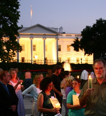 Cindy Sheehan solidarity vigil outside the White House - by @mjb