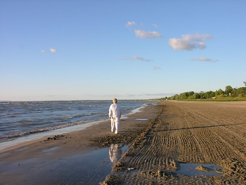 Walking on Wasaga Beach by Old Shoe Woman, on Flickr