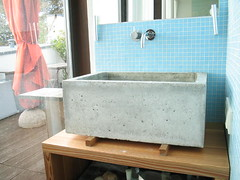 concrete sink by www.heikemuehlhaus.de (dr. motte) Tags: wood blue berlin window canon germany geotagged concrete mirror design cool bath sink terrace interior spiegel tag style babe plazes wash tiles heike chic holz 32 glas beton guestroom canonpowershot badezimmer waschbecken a300 schick geschmack fensterscheibe bisazza drmotte muehlhaus berlinalohasuites bathromm canonpowershota300 gstezimmer holzboden geolong134124 plazeb68437ea01044e5b897cc7e3122dd1c2 geolat52491 mhlhaus powershota300
