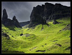 One more from the Storr (Iguana Jo) Tags: sky mountain skye water clouds wow lago scotland rocks nuvole isleofskye cielo rocce acqua montagna portree trotternish scozia quirang oldmanofstorr supershot coscunpodimontagnaperlui bisognaaccontentarsi oknonmontagnamontagnama specnature