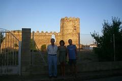 delante del Castillo de Palacios de la Valduerna