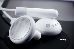 iShoot (Ali Brohi) Tags: music macro 20d canon eos ipod mp3 earphones seedingchaos moazzambrohicom httpwwwmoazzambrohicom wwwmoazzambrohicom