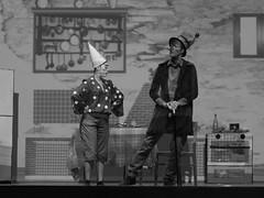 16650 - Compagnia per la vita (Diego Rosato) Tags: pinocchio spettacolo teatro show theater musical canzone song ballo dance nikon d700 85mm rawtherapee bianconero blackwhite grillo parlante talking cricket
