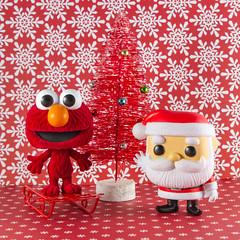 PopXmas12.11.16-531 (PhotoSkunk) Tags: funko funkoaddict funkofanatic funkophotography funkopop popvinyl toy toys santa elmo sesamestreet red christmas