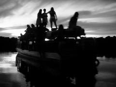 Gente en el rio - by yo_axolotl