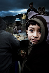 Big Eyes (Luis Montemayor) Tags: boy portrait food mexico kid retrato comida taco chorizo oldlady anciana nio iztaccihuatl