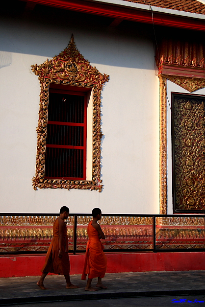 Walking By @ Wat Panancherng